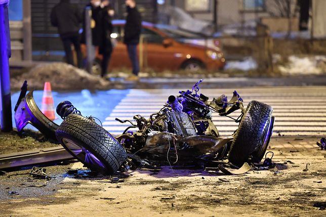 Łódź. Wypadek na al. Jana Pawła II. Zderzenie siedmiu aut, są ranni