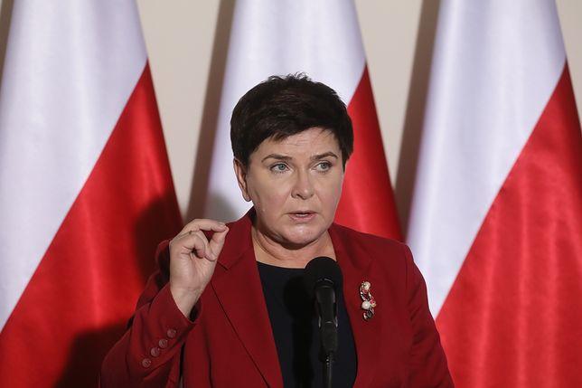"""Tabloid na okładce: """"Beata Szydło przebiera się u prezesa"""". Odkryto tajemniczy pokój na Nowogrodzkiej"""