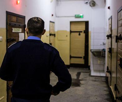 Trwają rozmowy sprawie zakończenia protestu pracowników służby więziennej