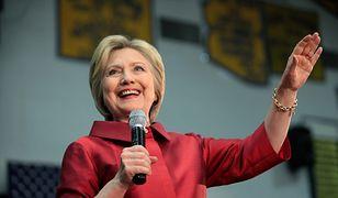 Hillary Clinton podczas przemowy w liceum w Phoenix