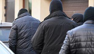 Zatrzymani zostali doprowadzeni do Prokuratury Okręgowej w Tarnobrzegu