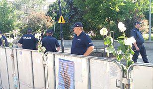 Strażacy ustawiali barierki przed Sejmem. Polecenie wydał komendant PSP