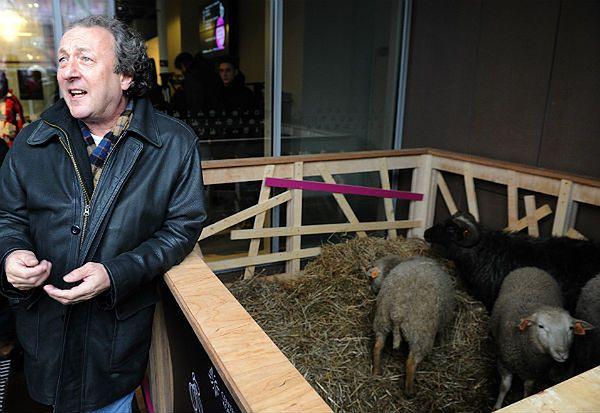 Sklonował ponad 100 zwierząt i przyjechał do Polski