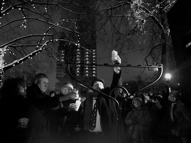 Chanuka w Warszawie. Żydowskie święto świateł na placu Grzybowskim
