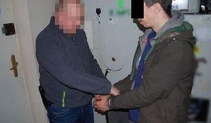 Fałszywy policjant chciał oszukać staruszkę na 50 tys. zł. Wpadł w zasadzkę