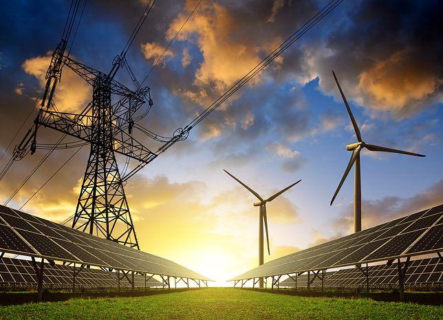 Kolektory słoneczne to odnawialne źródło energii, które pozwala na zminimalizowanie kosztów ogrzania wody bieżącej, co przekłada się na redukcję sumarycznych kosztów utrzymania domu.