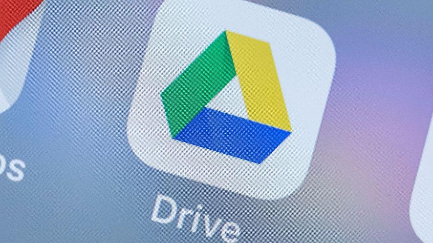 Google zmienia zasady w koszu Dysku Google, fot. Getty Images