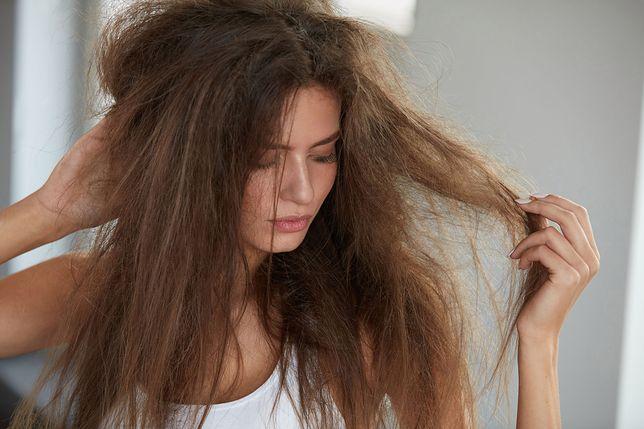 Suche i łamliwe włosy wymagają odświeżenia