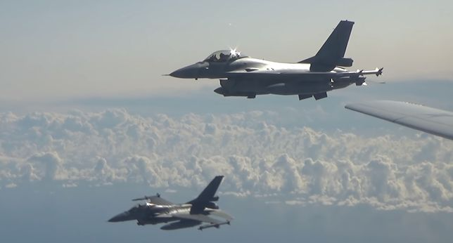 Polska. Przez rosyjski bombowiec poderwano samoloty F-16