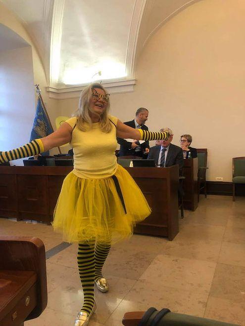 """Halina Owsianna przedstawiła się jako """"królowa pszczoła"""""""