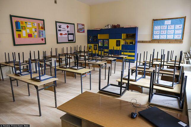 Pusta szkoła podstawowa w Toruniu.