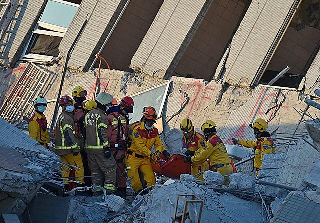 60 godzin po trzęsieniu ziemi wydobyli spod gruzów dziecko