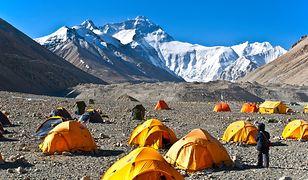 Obóz u stóp Mount Everestu zamknięty dla turystów. Wszystko przez śmieci