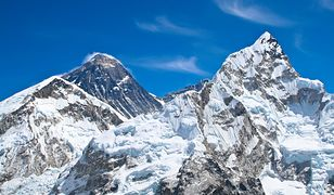 Nepal. Mount Everest wyższy o 86 cm