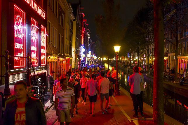 Dzielnica Czerwonych Latarni pęka w szwach zwłaszcza wieczorem