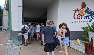 Tłumy przed wejściem do Term Uniejów