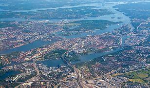 Widok na Sztokholm z okna samolotu. Polacy mają nadzieję,  że już niedługo będą mogli dostać się tam taką drogą