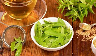 Liście werbeny cytrynowej to wspaniały, aromatyczny dodatek do napojów i sałatek