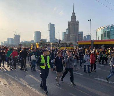 Wielki Marsz Klimatyczny w Warszawie zakończy przemarsz przed Sejmem. Jesteśmy na miejscu