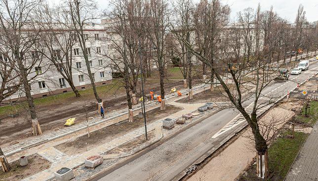 Warszawa. Al Zjednoczenia przechodzi gruntowny remont.