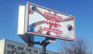 Koronawirus w Warszawie. Na Pradze pojawiły się nietypowe bilbordy