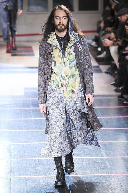 Dlaczego moda męska coraz bardziej przypomina kobiecą?