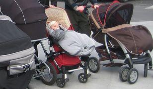 Kibol rzucił petardę pod wózek z dzieckiem!