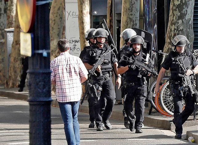 Na ulicach Barcelony wzmożone patrole policji