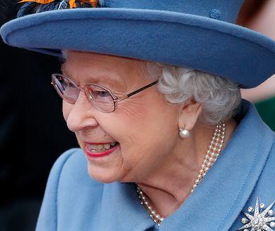 Królowa docenia szybki przepływ informacji