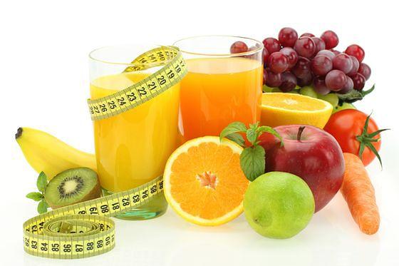 W jaki sposób owoce pomagają schudnąć?