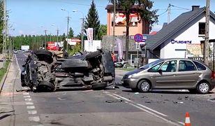 Ostrów Mazowiecka. Sprawca wypadku zbiegł (fot.: ostrowmaz24.pl)