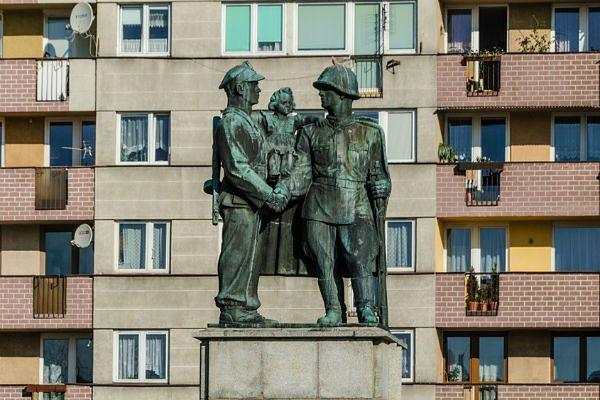 Pomnik polsko-radzieckiej przyjaźni ma szansę zniknąć z centrum Legnicy