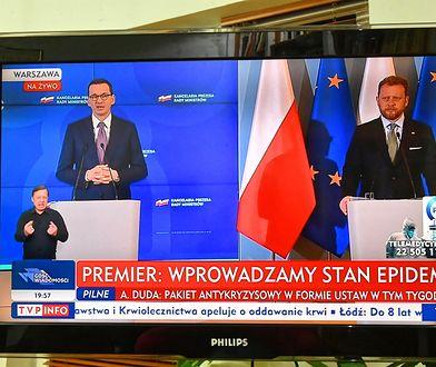Konferencja prasowa premiera Mateusza Morawieckiego (L) i ministra zdrowia Łukasza Szumowskiego (P) na której podano, że w Polsce wprowadzono stan epidemii. Konferencje prasowe  rządu obecnie odbywają się bez udziału mediów.