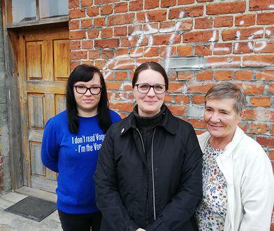 Anita Czarniecka (w środku) z panią Elżbietą i jej córką Dorotą