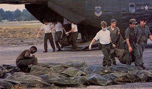 Ciała wyznawców Świątyni Ludu po zbiorowym samobójstwie w Jonestown