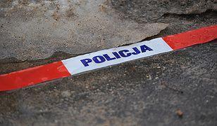 Tragedia w Bolesławcu. Zwłoki trzech osób w aucie w garażu