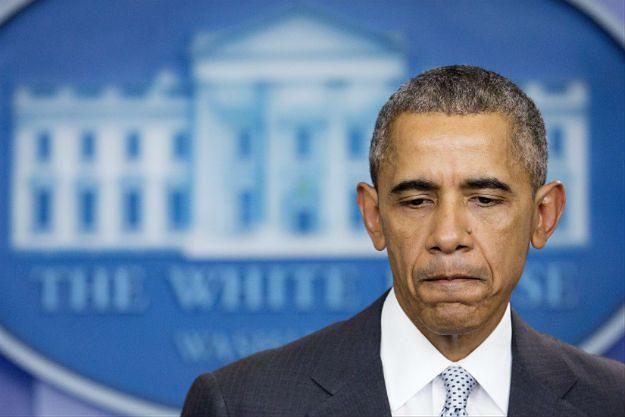 Barack Obama wygłaszający oświadczenie po atakach w Paryżu