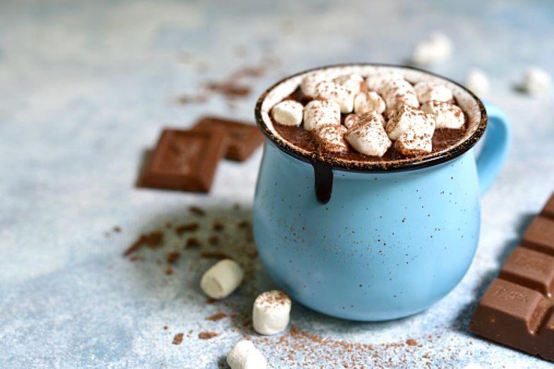 Znudziło cię zwykłe kakao? Ten składnik uczyni z niego zupełnie nowy deser