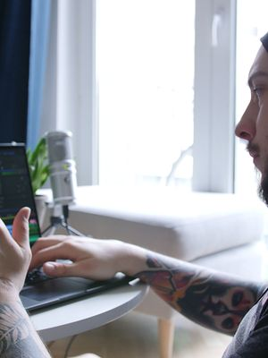 Tatuaż w oku kamery. Do czego może doprowadzić odrobina ciekawości?