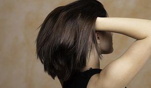 Ozdrowieńcom garściami wypadają włosy. Nowe powikłanie po COVID-19