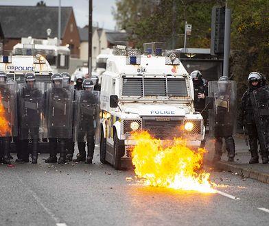 Irlandia Północna. Zamieszki w Belfaście, w ruch poszły armatki wodne