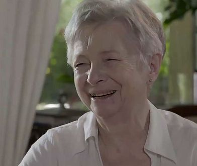 Pani Danuta wspomina swojego męża jednocześnie z uśmiechem i smutkiem