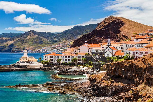 baseny naturalnie wkomponowane w krajobraz wybrzeża zapewniają na Maderze bezpieczną kąpiel ze spektakularnym widokiem na ocean