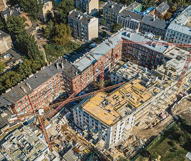 Trzyosobowa rodzina, w której dwie osoby zarabiają po 4 tysiące brutto miesięcznie mogłaby pożyczyć na mieszkanie 410 tys. złotych