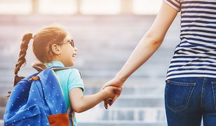 Jako rodzice powinniśmy rozmawiać z dzieckiem o sytuacji życiowej ich uboższych kolegów i koleżanek, ale też angażować się w pomoc praktycznie