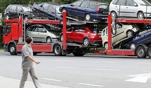 Używane samochody na lawecie. Rocznie przyjeżdża do nas ponad milion takich pojazdów