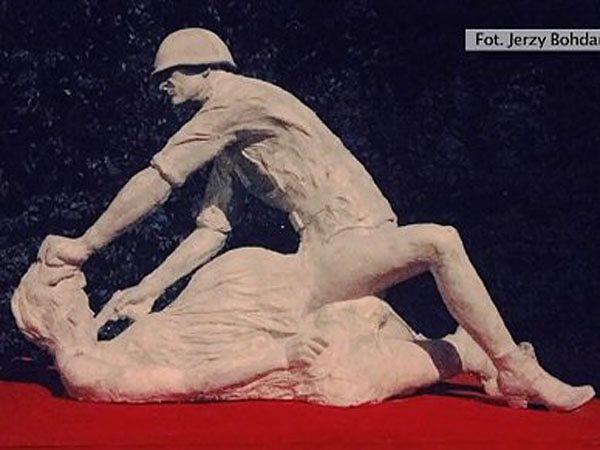 Sąd: nie będzie postępowania wobec autora rzeźby radzieckiego żołnierza