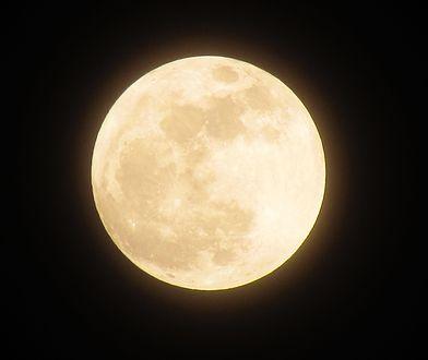 Krwawy Księżyc już w niedzielę 13 października. To jedna z najbardziej niezwykłych pełni w roku zwana także Pełnią Myśliwych