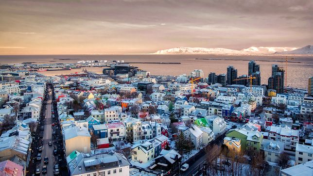 Islandzkie lotnisko słynie z tego, że wyjątkowo dba o turystów, na przykład ułatwiając im organizację transferu z Lotniska Keflavik do Rejkiawik