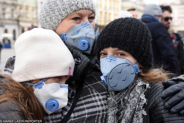 Nie wychodzić z domów, nie wietrzyć. Smog wystąpił dziś w całej Polsce.